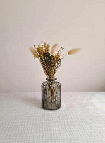 MT163-0.50€  Petit vases transparent 9.5cm de hauteur x 5cm de largeur   Quantité: 7